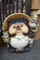 信楽陶器市の信楽焼たぬき(縁起物) 10737000395| 写真素材・ストックフォト・画像・イラスト素材|アマナイメージズ