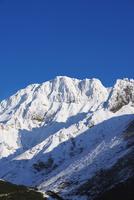 十勝岳温泉より望む初冬のカミホロカメットク山