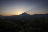 冨士山の肩に落ちる夕日