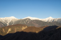 櫛形山より望む南アルプス白峰三山
