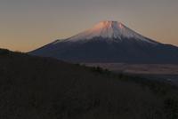 二十曲峠より望む朝の紅富士