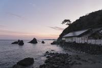 二見興玉神社の社殿、および夫婦岩、屏風岩、烏帽子岩、獅子岩