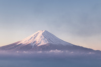 御坂山より望む冠雪した富士山 10743000169| 写真素材・ストックフォト・画像・イラスト素材|アマナイメージズ
