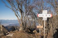 白谷丸山頂より望む南アルプス 10743000190| 写真素材・ストックフォト・画像・イラスト素材|アマナイメージズ