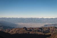 白谷ノ丸山頂より望む甲府盆地越しの南アルプス 10743000194| 写真素材・ストックフォト・画像・イラスト素材|アマナイメージズ