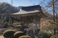 景徳院の釣り鐘 10743000216| 写真素材・ストックフォト・画像・イラスト素材|アマナイメージズ