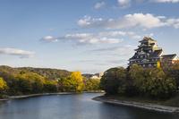 岡山城と旭川 10743000239| 写真素材・ストックフォト・画像・イラスト素材|アマナイメージズ
