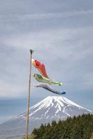 鯉のぼりと富士山 10743000242| 写真素材・ストックフォト・画像・イラスト素材|アマナイメージズ