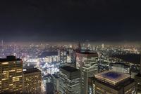 都庁展望台より望む東京の夜景 10743000310| 写真素材・ストックフォト・画像・イラスト素材|アマナイメージズ