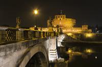 サンタンジェロ橋とサンタンジェロ城 10743000322| 写真素材・ストックフォト・画像・イラスト素材|アマナイメージズ