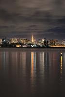 若洲海浜公園より望む東京タワーとスカイライン 10743000329| 写真素材・ストックフォト・画像・イラスト素材|アマナイメージズ