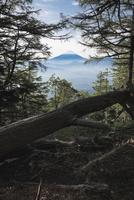 櫛形山山頂より望む甲府盆地越しの富士山 10743000353| 写真素材・ストックフォト・画像・イラスト素材|アマナイメージズ