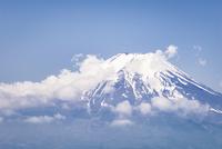 忍野村より望む富士山 10743000363| 写真素材・ストックフォト・画像・イラスト素材|アマナイメージズ