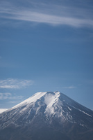 富士吉田市より望む冠雪した富士山 10743000397| 写真素材・ストックフォト・画像・イラスト素材|アマナイメージズ