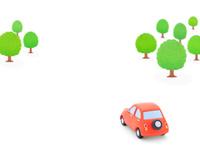 赤い粘土の車と森林