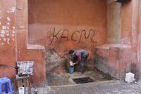 街角の水汲み場