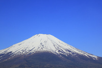 山中湖畔から望む富士山