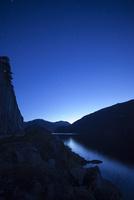 フィヨルドの夜から朝への時間 10770000007| 写真素材・ストックフォト・画像・イラスト素材|アマナイメージズ