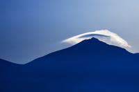 笠雲と彩雲 10770000050| 写真素材・ストックフォト・画像・イラスト素材|アマナイメージズ
