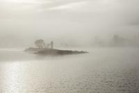 湖と朝もや 10770000072| 写真素材・ストックフォト・画像・イラスト素材|アマナイメージズ