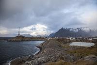 ロフォーテン諸島ヘニングスヴァーの景色 10770000073| 写真素材・ストックフォト・画像・イラスト素材|アマナイメージズ