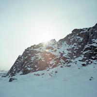 アイスランドの北部の町スカーガストロントのハイキングコースSpakonufellshofdiの溶岩からさす光