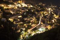ポジターノの夜景(寄り) 10770000147| 写真素材・ストックフォト・画像・イラスト素材|アマナイメージズ