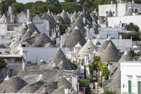 トゥルッリの町アルベロベッロ2 10770000150| 写真素材・ストックフォト・画像・イラスト素材|アマナイメージズ