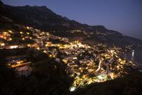 ポジターノの夜景(引き) 10770000216| 写真素材・ストックフォト・画像・イラスト素材|アマナイメージズ