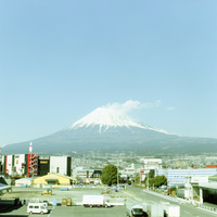 新幹線の窓から見える富士山