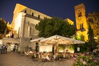 ラヴェッロピアッツァドゥオーモ広場にあるカフェ 10770000277| 写真素材・ストックフォト・画像・イラスト素材|アマナイメージズ