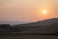 イタリア南部バジリカータ州での日の出 10770000281| 写真素材・ストックフォト・画像・イラスト素材|アマナイメージズ