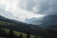 切り立った山々が続くドロミテ山塊 10770000283| 写真素材・ストックフォト・画像・イラスト素材|アマナイメージズ