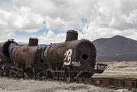 電車の墓場にある朽ちた電車