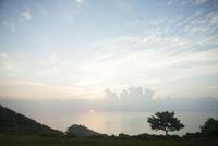 海から登る朝日