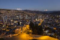 ラパスの夕暮れ1 10770000420| 写真素材・ストックフォト・画像・イラスト素材|アマナイメージズ