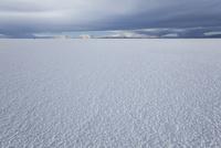 水のないウユニ塩湖 10770000422| 写真素材・ストックフォト・画像・イラスト素材|アマナイメージズ