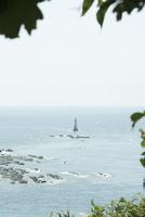 海に浮かぶ灯台
