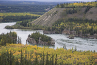 ユーコン準州を流れるユーコン川 10770000463| 写真素材・ストックフォト・画像・イラスト素材|アマナイメージズ