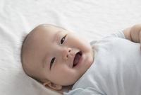笑顔の赤ちゃん 10778001000| 写真素材・ストックフォト・画像・イラスト素材|アマナイメージズ