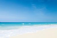 陽光降り注ぐ与那覇前浜ビーチ