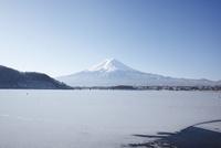 河口湖から望む朝の富士山