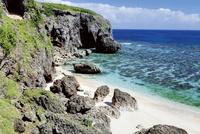 ビーチと珊瑚礁 10790005599| 写真素材・ストックフォト・画像・イラスト素材|アマナイメージズ
