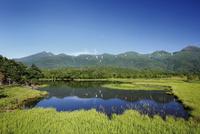 湖畔展望台から望む知床連山と一湖