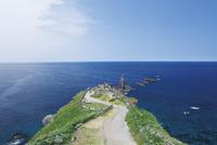 積丹半島にてチャレンカの小道辿り神威岬より日本海にそびえる神威岩を望む