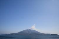 仙巌園から望む桜島 10790007654| 写真素材・ストックフォト・画像・イラスト素材|アマナイメージズ