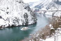 庄川峡遊覧船で冬の庄川峡遊覧