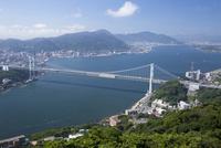 火の山公園の展望台から眺める関門海峡 10790010985| 写真素材・ストックフォト・画像・イラスト素材|アマナイメージズ