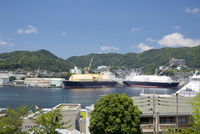 対岸から眺める三菱重工株式会社長崎造船所 10790011213  写真素材・ストックフォト・画像・イラスト素材 アマナイメージズ