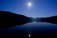 夜の然別湖 10790011776| 写真素材・ストックフォト・画像・イラスト素材|アマナイメージズ